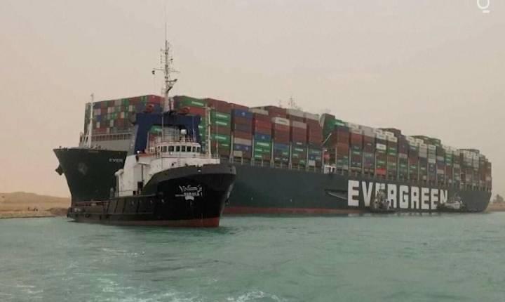 Após três meses, navio que bloqueou o Canal de Suez é liberado