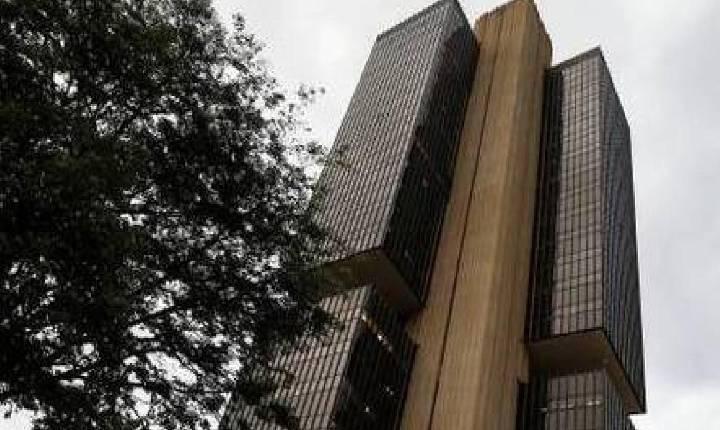 Economia brasileira encolhe 0,15% em agosto, indica prévia do BC