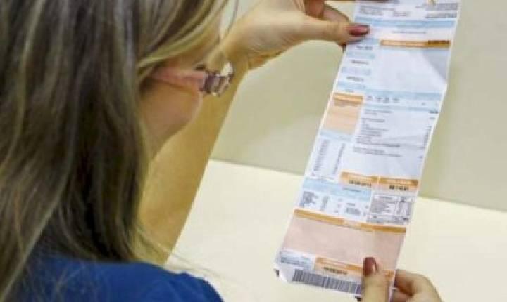 Economista alerta sobre o impacto no bolso dos consumidores após aumento na conta de luz