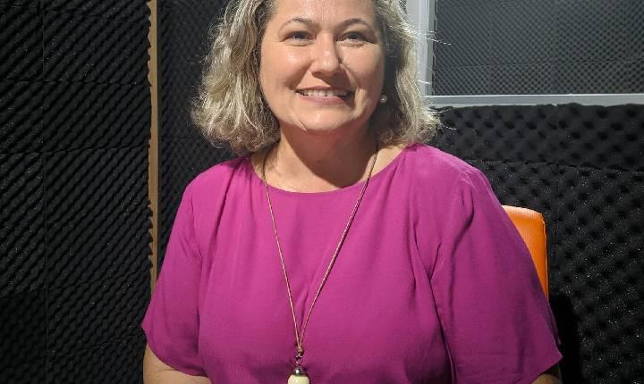 Entrevista com Diretora da Escola Municipal Flores do Cerrado, Raquel Marques.
