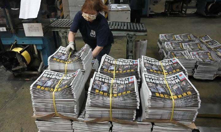 Jornal pró-democracia de Hong Kong anuncia seu fim após ser alvo de operações