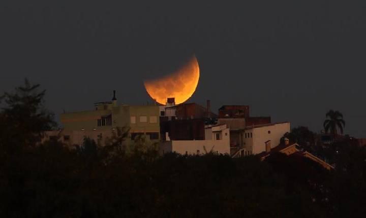 Superlua é vista no céu do Brasil e manhã tem eclipse lunar