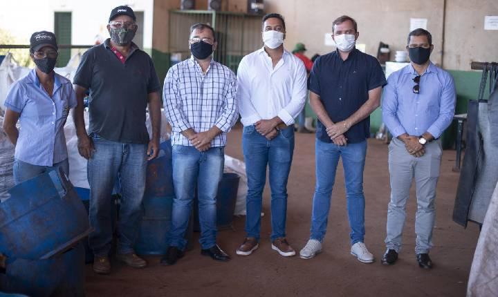 Vice-prefeito de Jataí Visita a Usina de Reciclagem Garça Branca de Chapadão do Céu-GO