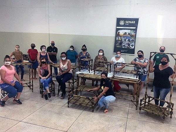 O Sindicato Rural de Chapadão do Céu em parceria com a Prefeitura Municipal, realizaram treinamento em móveis de bambu